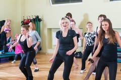 Κατηγορία χορού για το υπόβαθρο θαμπάδων γυναικών Στοκ φωτογραφία με δικαίωμα ελεύθερης χρήσης