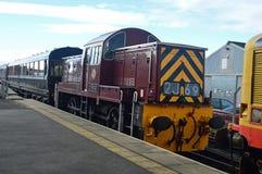 Κατηγορία 14 diesel-υδραυλικό 0-6-0 κινητήριο D9523 ο σταθμός φραγμών στο σιδηρόδρομο wensleydale στοκ εικόνες