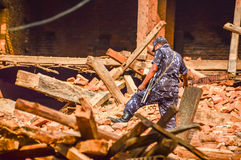 ΚΑΤΜΑΝΤΟΥ, ΝΕΠΑΛ - 26 ΑΠΡΙΛΊΟΥ 2015: Συντρίμμια των κτηρίων στην πλατεία Durbar στο Κατμαντού κατόπιν, μετά από 7 8 σεισμός, Νεπά στοκ εικόνα με δικαίωμα ελεύθερης χρήσης