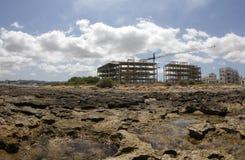 Κατοικία και residentials κάτω από την παραλία κατασκευής στην ακτή του antonio SAN στο ισπανικό των Βαλεαρίδων $νήσων νησί του i Στοκ Φωτογραφίες