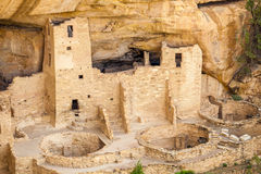 Κατοικίες απότομων βράχων στα εθνικά πάρκα Mesa Verde, κοβάλτιο, ΗΠΑ στοκ εικόνα με δικαίωμα ελεύθερης χρήσης