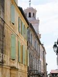 κατοικημένα σπίτια στη rue de la Calade σε Arles Στοκ Φωτογραφία