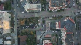 Κατοικημένη περιοχή σε μια μεγάλη μητρόπολη με τις οδικές συνδέσεις και τα σπίτια βίντεο Άποψη πρόσφατα χτισμένου ενός κατοικημέν στοκ φωτογραφία με δικαίωμα ελεύθερης χρήσης