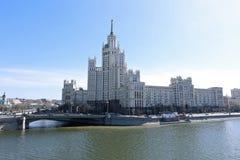 Κατοικημένο κτήριο στο ανάχωμα Kotelnicheskaya Στοκ φωτογραφίες με δικαίωμα ελεύθερης χρήσης