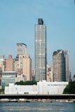 50 κατοικημένο πολυόροφο κτίριο Plaza Ηνωμένων Εθνών μπροστά από ενωμένο Στοκ Εικόνες
