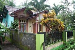 Κατοικημένο σπίτι σε μια επαρχιακή παραθεριστική πόλη Pangandaran, Ινδονησία Στοκ Εικόνα