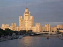 Κατοικημένο σπίτι στο ανάχωμα Kotelnicheskaya Το πολυόροφο κτίριο χτίζει Στοκ φωτογραφία με δικαίωμα ελεύθερης χρήσης