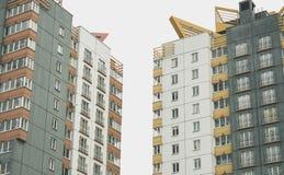 Κατοικημένο σύγχρονο σπίτι διαμερισμάτων δύο στοκ εικόνες