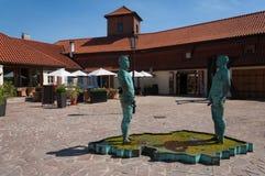Κατουρήστε αγάλματα στο προαύλιο του Franz Kafka Museum. Πράγα στοκ φωτογραφία