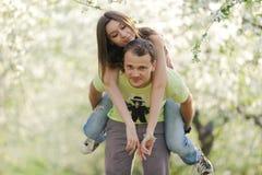 Κατοχή της διασκέδασης στον κήπο Στοκ φωτογραφία με δικαίωμα ελεύθερης χρήσης