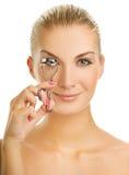 κατσάρωμα eyelashes της γυναίκας Στοκ εικόνα με δικαίωμα ελεύθερης χρήσης