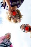 κατσίκια κλόουν που μυρί& Στοκ Φωτογραφία