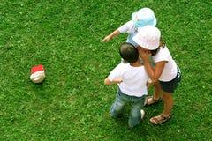 κατσίκια κοριτσιών φίλων αγοριών Στοκ Φωτογραφία