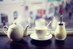 Κατσαρόλα για το τσάι σε έναν καφέ Στοκ εικόνα με δικαίωμα ελεύθερης χρήσης
