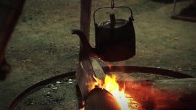 κατσαρόλα πυρκαγιάς απόθεμα βίντεο