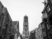 ΚΑΤΩ ΧΏΡΕΣ, ΟΥΤΡΕΧΤΗ - 25 ΟΚΤΩΒΡΊΟΥ 2015: Μεγάλη αρχαία γοτθική εκκλησία ευρωπαϊκός παραδοσιακό&sig Μαύρος-άσπρη φωτογραφία Ουτρέ Στοκ φωτογραφία με δικαίωμα ελεύθερης χρήσης