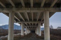 Κατώτατη άποψη σχετικά με τη γέφυρα Στοκ φωτογραφία με δικαίωμα ελεύθερης χρήσης