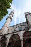 Κατώτατο σημείο επάνω στην άποψη του μουσουλμανικού τεμένους Στοκ φωτογραφία με δικαίωμα ελεύθερης χρήσης