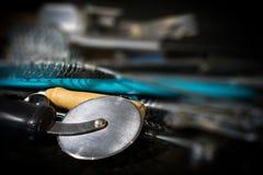 Κατώτατο σημείο εστίασης εργαλείων κουζινών που αφήνεται στοκ φωτογραφίες με δικαίωμα ελεύθερης χρήσης