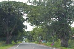 Κατ' ευθείαν καθαρός μακρύς δρόμος ταξιδιού στοκ φωτογραφία με δικαίωμα ελεύθερης χρήσης