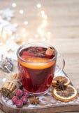 Κατ' οίκον γίνοντα θερμαμένο Χριστούγεννα κρασί στοκ εικόνες