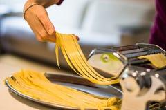 Κατ' οίκον γίνοντα ιταλικά ζυμαρικά Στοκ εικόνα με δικαίωμα ελεύθερης χρήσης