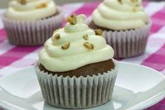 Κατ' οίκον γίνοντα καρότα cupcake Στοκ Εικόνες