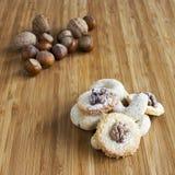 Κατ' οίκον γίνοντα μπισκότα με τα καρύδια Στοκ Φωτογραφίες