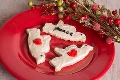 Κατ' οίκον γίνοντες μπισκότα και διακόσμηση Χριστουγέννων Στοκ φωτογραφία με δικαίωμα ελεύθερης χρήσης
