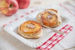 Κατ' οίκον γίνοντες τηγανίτες της Apple Στοκ Εικόνες