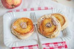 Κατ' οίκον γίνοντες τηγανίτες της Apple Στοκ εικόνες με δικαίωμα ελεύθερης χρήσης