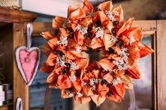 Κατ' οίκον γίνοντη ξηρά ανθοδέσμη λουλουδιών φαναριών και Shabby κομψό Decorati Στοκ φωτογραφίες με δικαίωμα ελεύθερης χρήσης