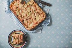 Κατ' οίκον γίνοντη χειροτεχνική χορτοφάγος πίτα πιτσών με τα πιπέρια κρεμμυδιών Στοκ εικόνα με δικαίωμα ελεύθερης χρήσης