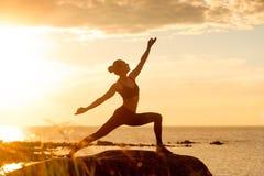 Καυκάσια γιόγκα άσκησης γυναικών ικανότητας Στοκ Εικόνες