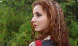 Καυκάσια θερινή κινηματογράφηση σε πρώτο πλάνο πορτρέτου γυναικών Στοκ φωτογραφία με δικαίωμα ελεύθερης χρήσης