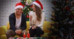 Καυκάσια sparklers παιχνιδιού ζευγών από κοινού απόθεμα βίντεο