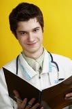 καυκάσιος γιατρός όμορφ&omi Στοκ Φωτογραφίες