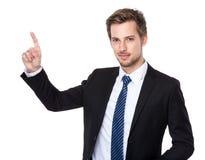 Καυκάσιος επιχειρηματίας με την επιτροπή καλολογικών στοιχείων αφής δάχτυλων Στοκ Εικόνες