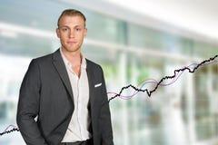 Καυκάσιος επιχειρηματίας στην εργασία στοκ φωτογραφίες