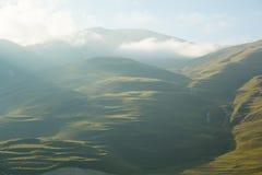 καυκάσιος σαφούς ημέρας highmountains βουνών Ρωσία ήλιος Οκτωβρίου Στοκ φωτογραφία με δικαίωμα ελεύθερης χρήσης