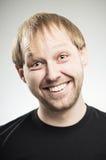 Καυκάσιο άτομο με ένα μεγάλο τυροειδές χαμόγελο Στοκ φωτογραφία με δικαίωμα ελεύθερης χρήσης