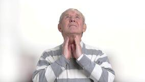 Καυκάσιο άτομο που έχει τον πόνο λαιμού απόθεμα βίντεο