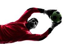 Καυκάσιο άτομο τερματοφυλακάων ποδοσφαιριστών που πιάνει τη σκιαγραφία σφαιρών Στοκ φωτογραφία με δικαίωμα ελεύθερης χρήσης