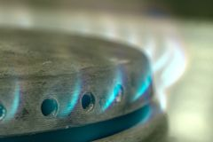 Καυστήρας αερίου με το κάψιμο της κινηματογράφησης σε πρώτο πλάνο προπανίου στοκ εικόνες