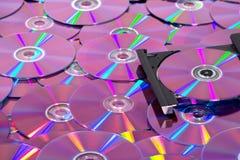 Καυστήρας του CD DVD με πολλά CD Στοκ φωτογραφία με δικαίωμα ελεύθερης χρήσης