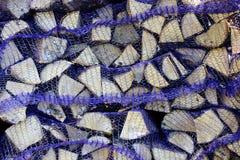 Καυσόξυλο σημύδων στα δίχτυα στον άργιλο Στοκ φωτογραφίες με δικαίωμα ελεύθερης χρήσης