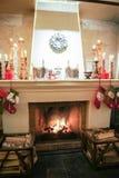 Καυσόξυλο στην εστία Χριστουγέννων Στοκ Εικόνες