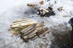 Καυσόξυλο στο χιόνι Στοκ εικόνα με δικαίωμα ελεύθερης χρήσης