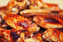 Καυτά και πικάντικα φτερά κοτόπουλου ύφους βούβαλων Στοκ εικόνα με δικαίωμα ελεύθερης χρήσης