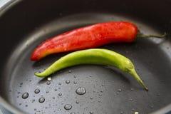 Καυτά πιπέρια τσίλι των διαφορετικών χρωμάτων Στοκ εικόνες με δικαίωμα ελεύθερης χρήσης